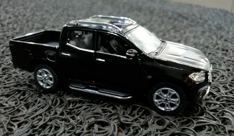 Auto escala Mercedes-Benz X-Class Negro