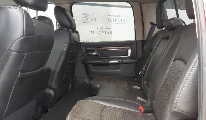 Vehículo solo aplica para Costa Rica. Interior Cuero/Negro